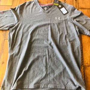 Under Armour Charged Loose Fit V-Neck T - XL